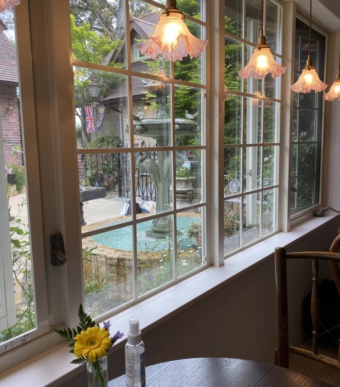 Bibury Tea Rooms(バイブリーティールームズ) 窓からの景色