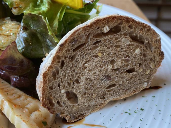 「カタルキッチン」ランチセットのパン