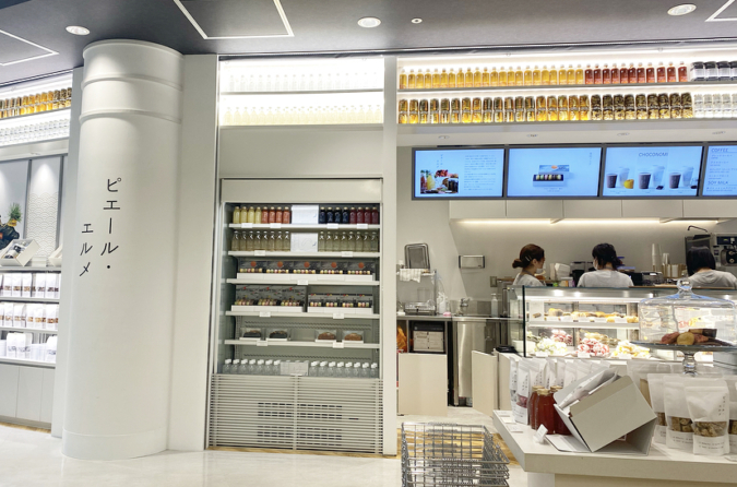 『Made in ピエール・エルメ 福岡空港』店内
