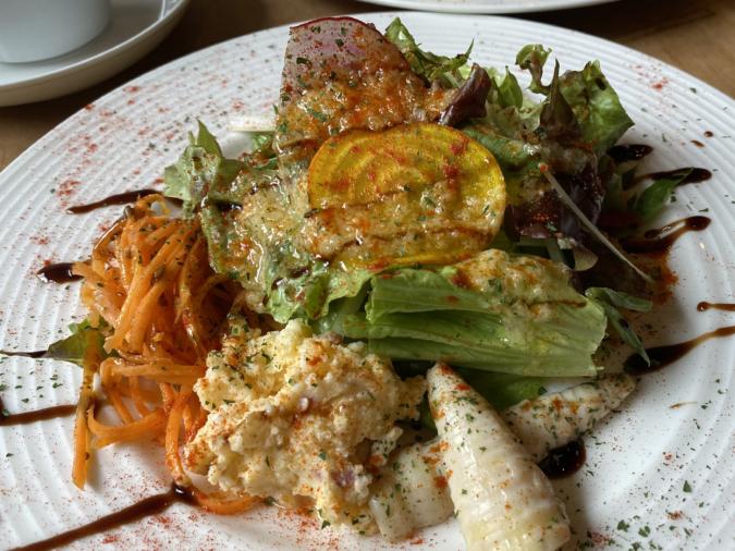 「カタルキッチン」ランチセットのサラダ