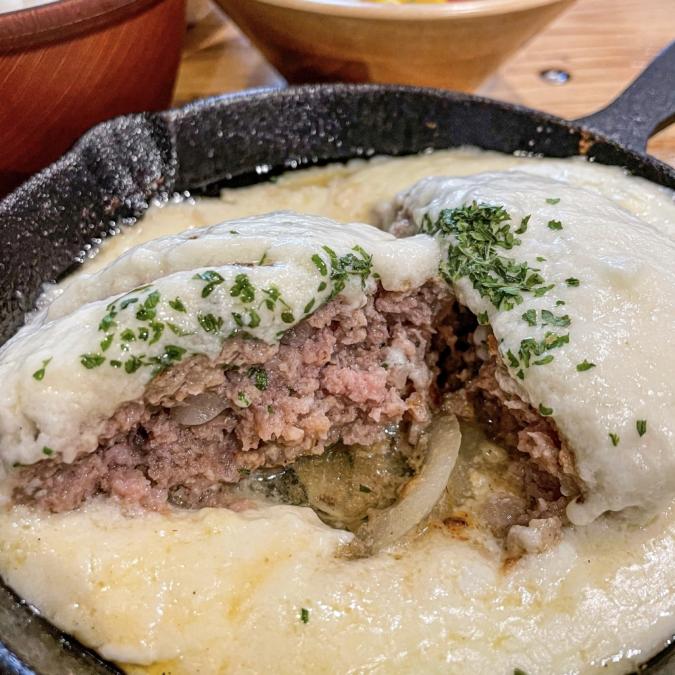 チーズハンバーグ(断面)