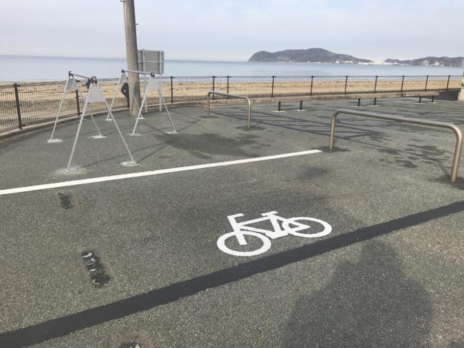 福間海岸ウォールマートに駐輪スペースとロードバイク(自転車)スタンドを新設