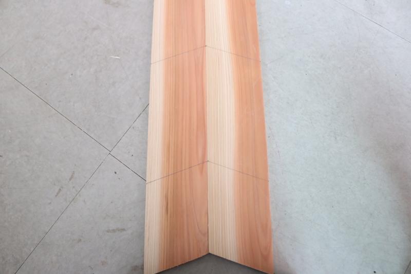 (2)杉材Aに、上から185㎜、270㎜、下から130㎜の部分に線を引く