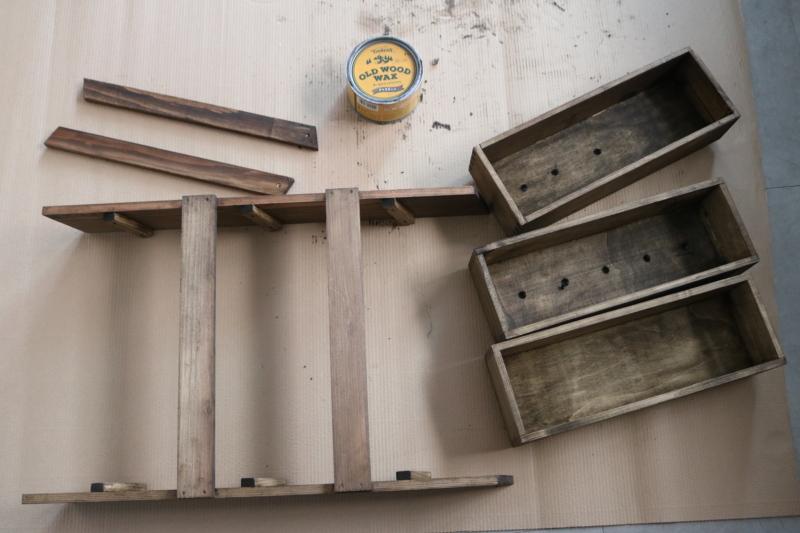 (5)すべての木材をサンドペーパーで木肌を整え、お好きな塗料でペイントする。