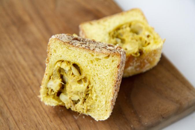 on the Toast(オンザトースト)ましかく食パンカレー味