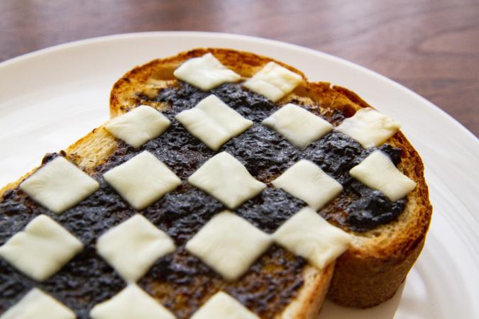 on the Toast(オンザトースト)しょっぱのっけトーストオセロ