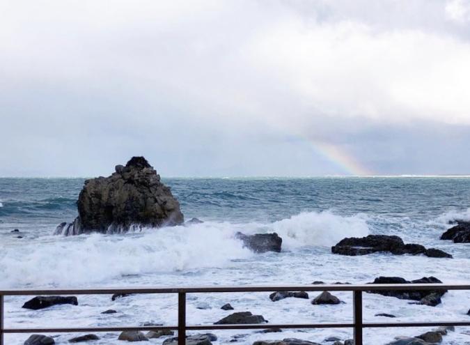 「志賀島ドッグ」の目の前の二見岩