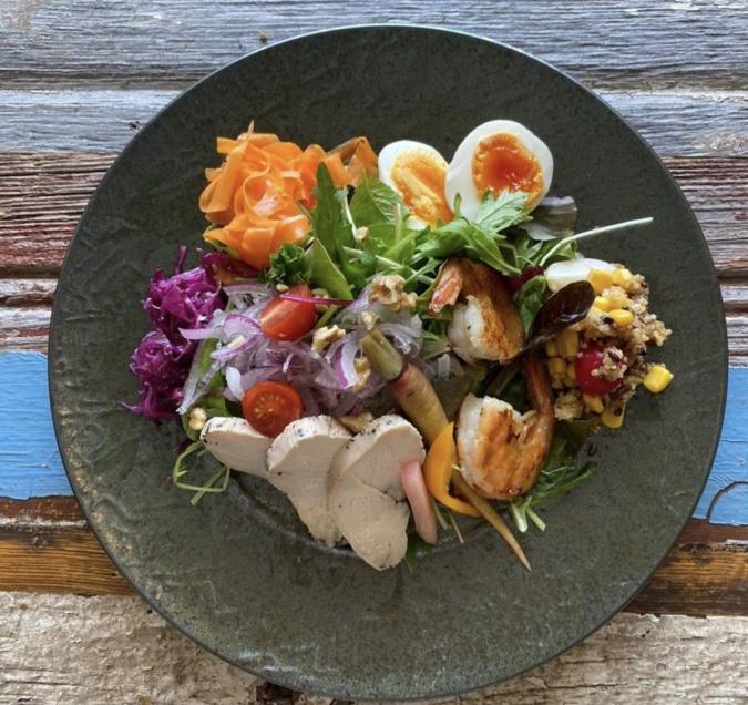 『honu.cafe(ホヌカフェ)』ホヌの贅沢サラダ