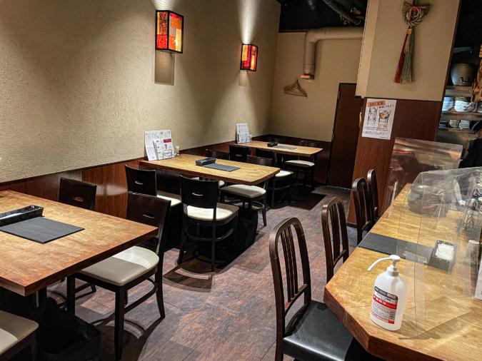 ぶた肉専門 豚や テーブル席、カウンター席