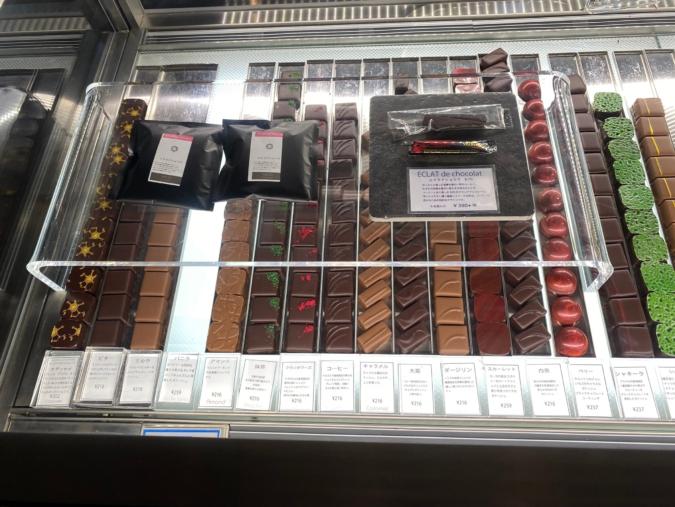 NICO chocolaterie(ニコ ショコラトリー) ショーケースに並ぶチョコレート