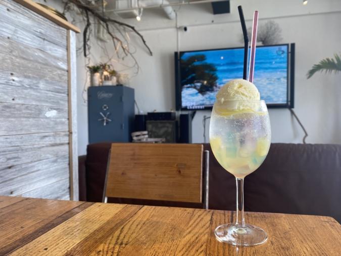 『honu.cafe(ホヌカフェ)』レモンクリームソーダ