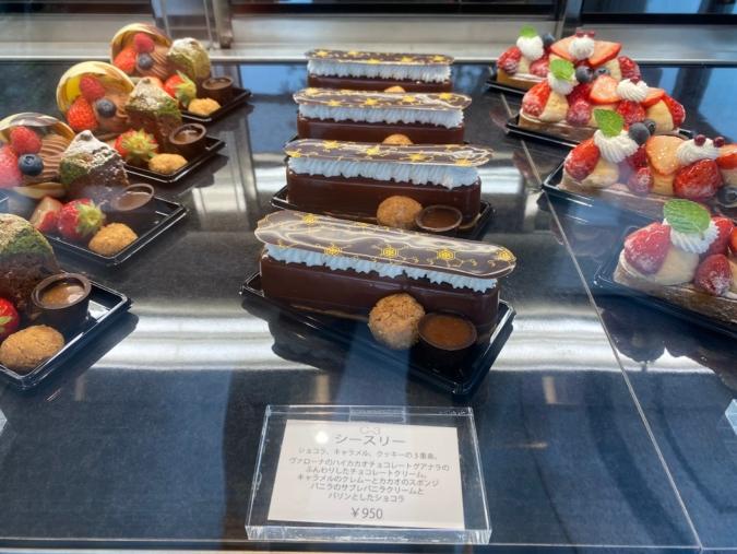 NICO chocolaterie(ニコ ショコラトリー)ショーケースに並ぶケーキ