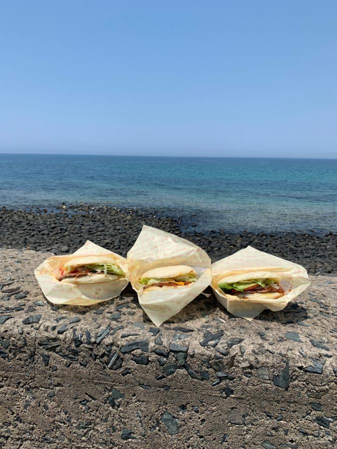 『SANTA MONICA(サンタモニカ)糸島』から徒歩30秒で絶景の海!