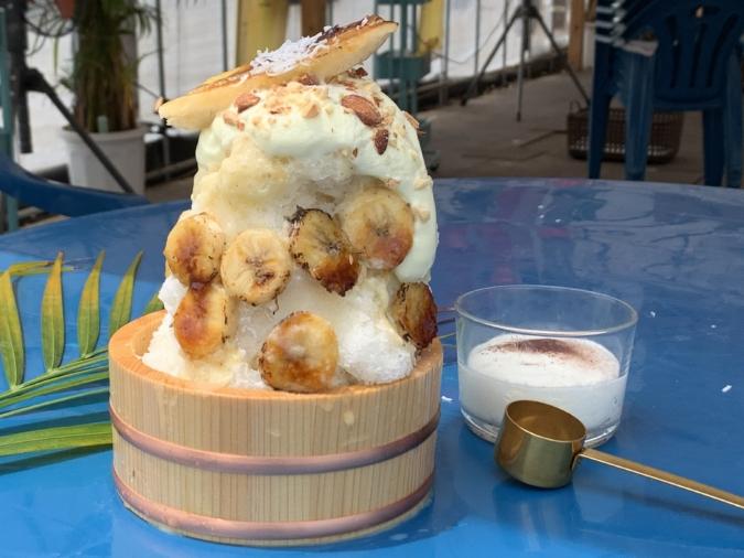 「ナツタロウ」丸ごとバナナの桶かき氷