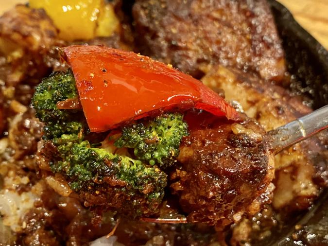 「野菜を食べるカレー camp」BBQカレー。野菜もたっぷり