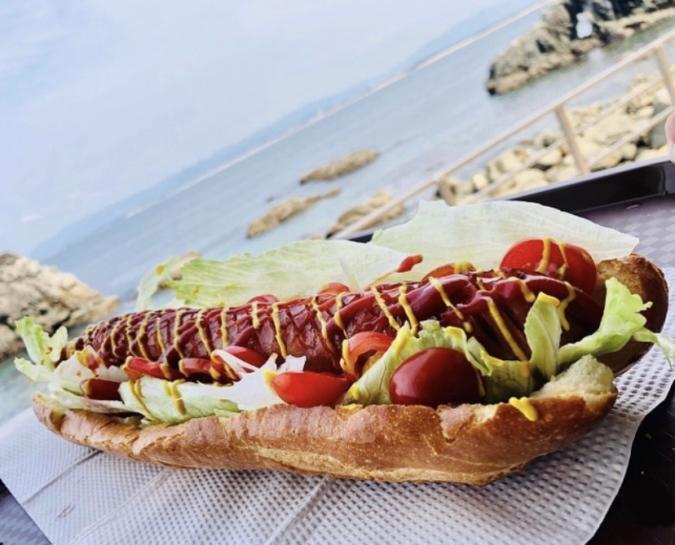 「志賀島ドッグ」のスペシャルドッグはなんとフランスパン1本を使用