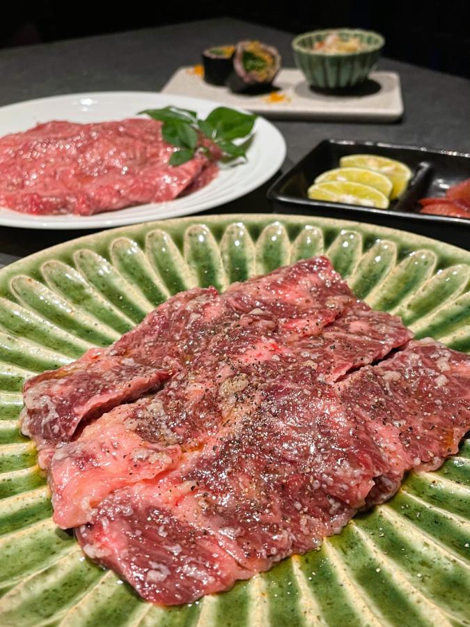 『焼肉の龍園 小倉本店』熟成タン 塩麹 ブッシュドキャビア