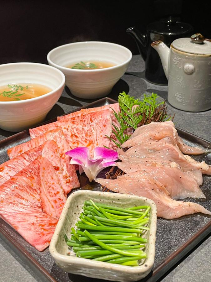 『焼肉の龍園 小倉本店』宮崎牛サーロイン ミノしゃぶ季節野菜のだし