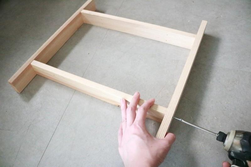 折り畳みテーブルの脚を作る