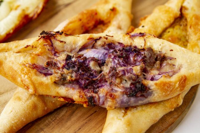 『ダコメッカ』サルシッチャ紫キャベツバゲットピッツァ
