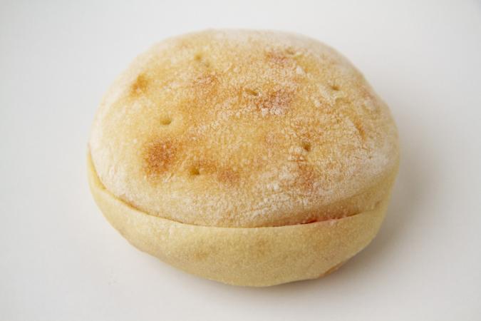 「パンとお菓子のアトリエ IKURI(イクリ)」すももとよつ葉バターサンド