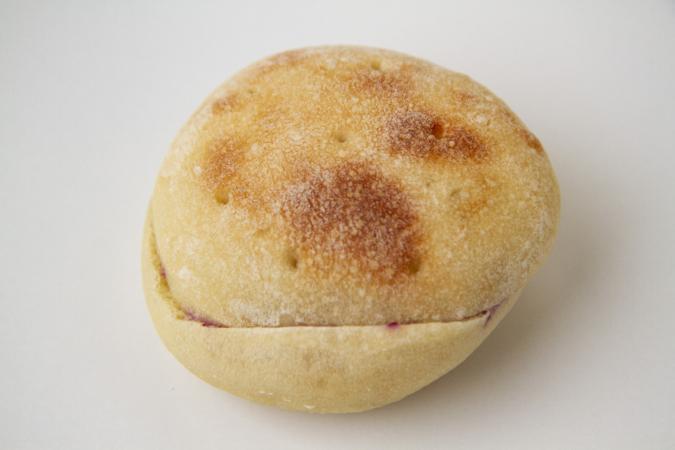 「パンとお菓子のアトリエ IKURI(イクリ)」ブルーベリーとよつ葉バターサンド