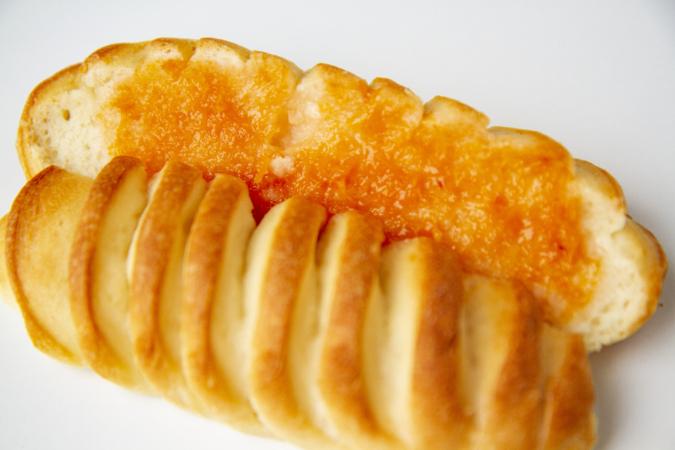 「パンとお菓子のアトリエ IKURI(イクリ)」杏サンド断面