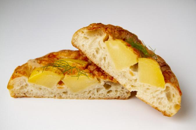 「パンとお菓子のアトリエ IKURI(イクリ)」じゃがいもとゴルゴンゾーラチーズ断面