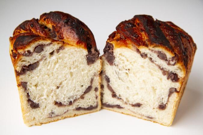 「パンとお菓子のアトリエ IKURI(イクリ)」小倉食パン断面