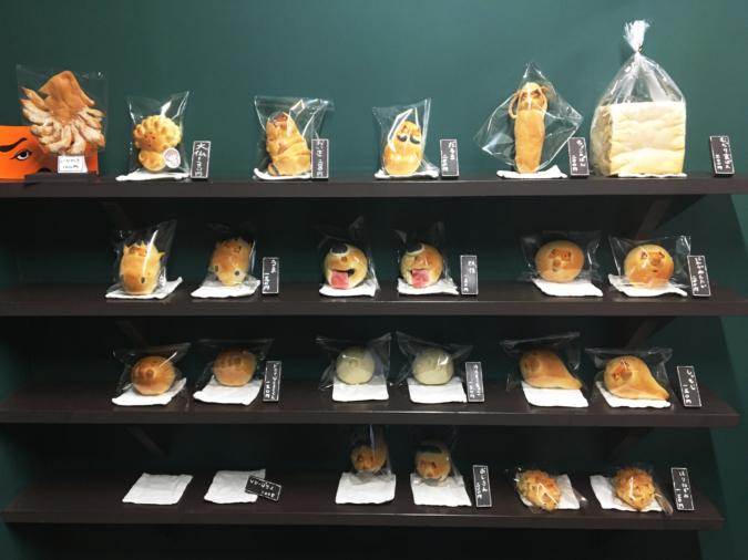 『ぺったん』のパン陳列棚