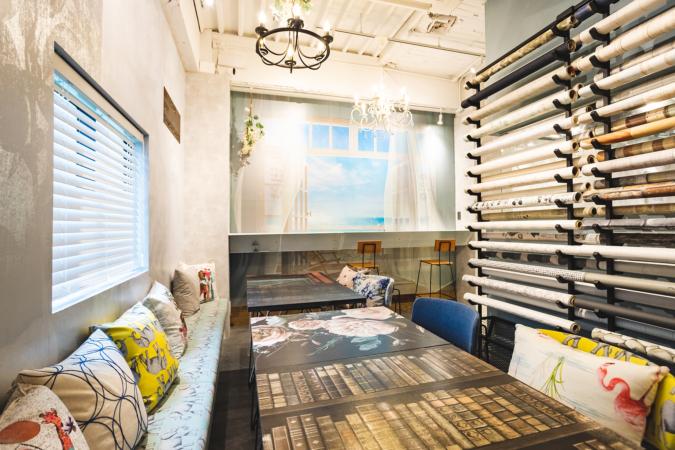 「友安製作所とハンバーガー」カフェスペース