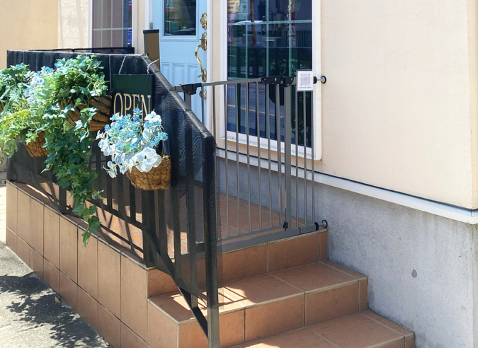 『cafe Arrivederci(カフェアリベデルチ)』入口の柵は必ず閉めて!
