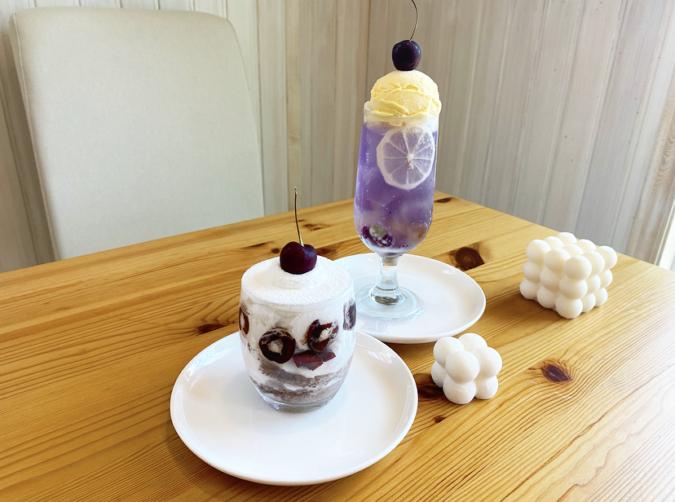 『cafe Arrivederci(カフェアリベデルチ)』の本日のグラスケーキ、Gemomogeさんのビー玉クリームソーダ