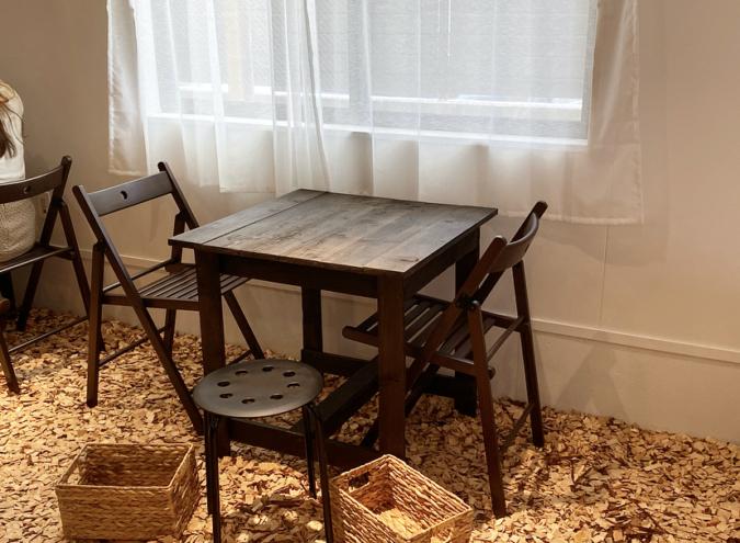 『cafe+82』テーブル席