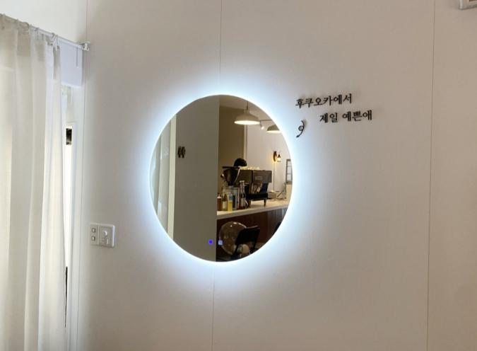 『cafe+82』照明付きの鏡