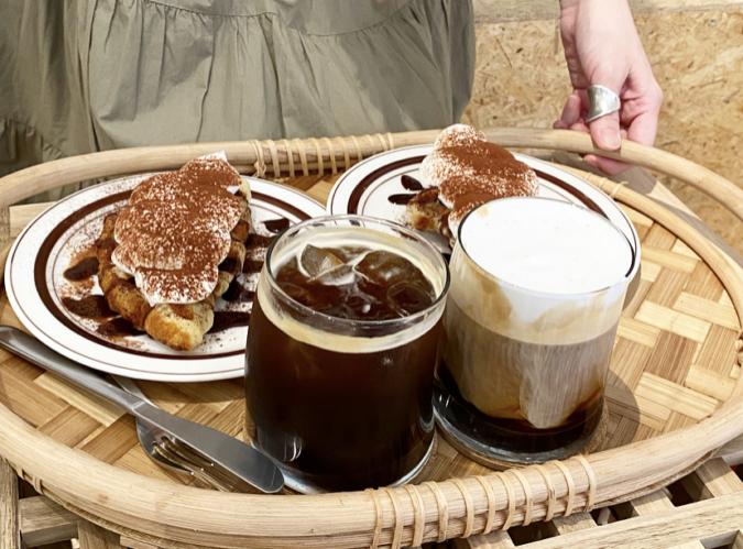 『cafe+82』クロッフルとドリンク
