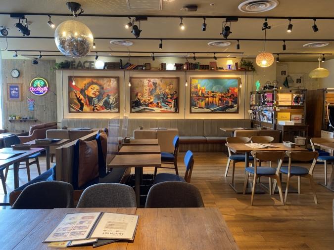 『kawara CAFE&DINING FORWARD(カワラカフェ アンド ダイニング フォワード)福岡パルコ店』店内