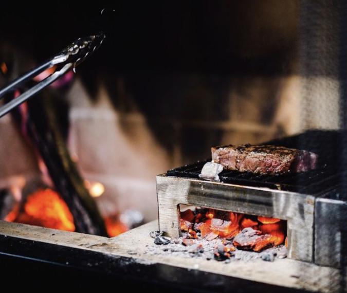 『TRATTORIA KIKUYA』薪で焼くお肉
