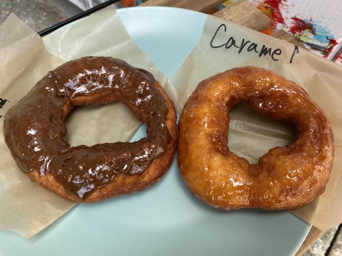 『Doughnuts Q(ドーナツキュー)』コーヒーグレーズ、キャラメルグレーズ