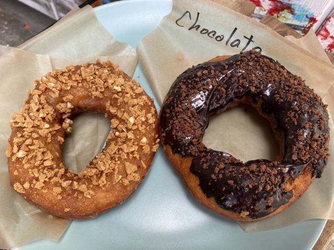 『Doughnuts Q(ドーナツキュー)』アーモンドクランチ&チョコレート