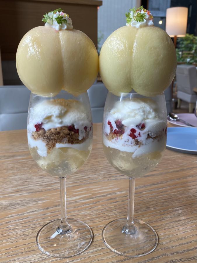 『rejoyce(リジョイス)』桃とココナッツのパフェ