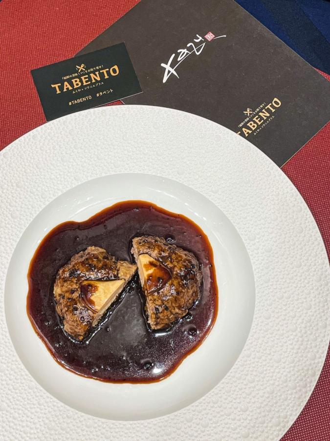 博多和牛のハンバーグ ロッシーニ風トリュフのソース
