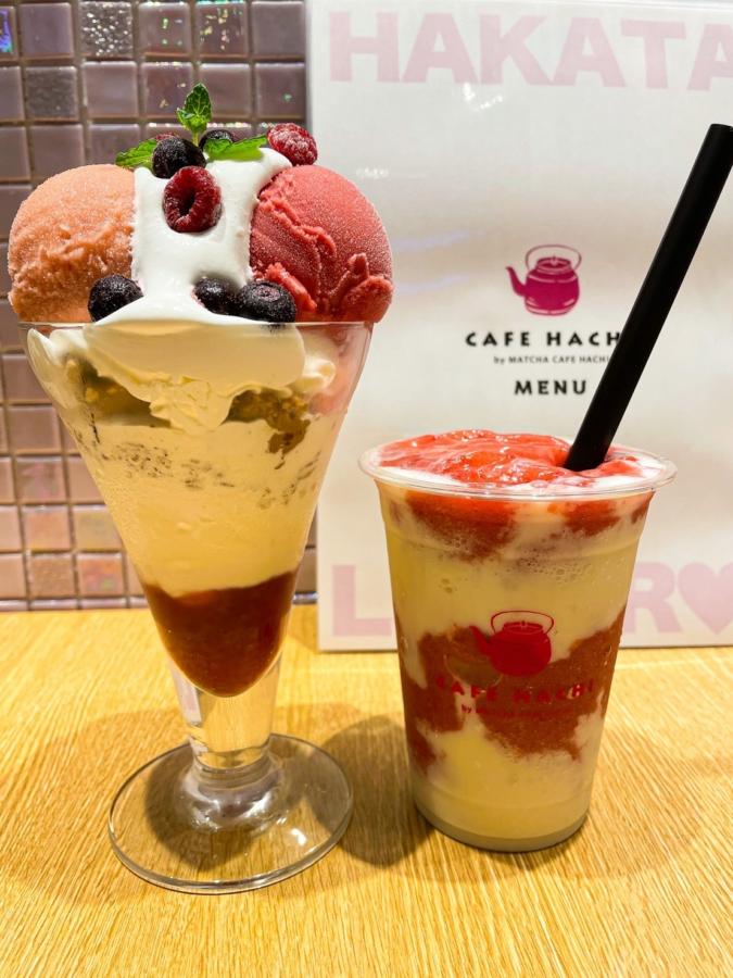 CAFE HACHI「ベリーベリー・ソイヨーグルト チーズケーキパフェ(1,320円)・博多スムージー(880円)」