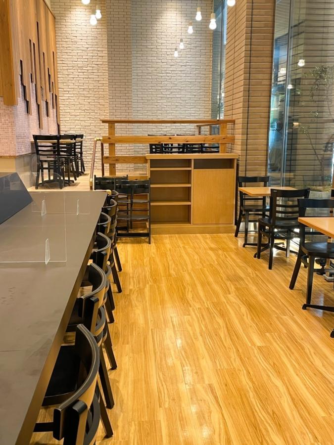 『CAFE HACHI』店内