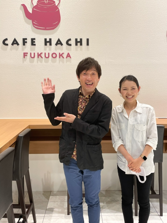 藤本一精さんと「CAFE HACHI」マネージャーの村上さん