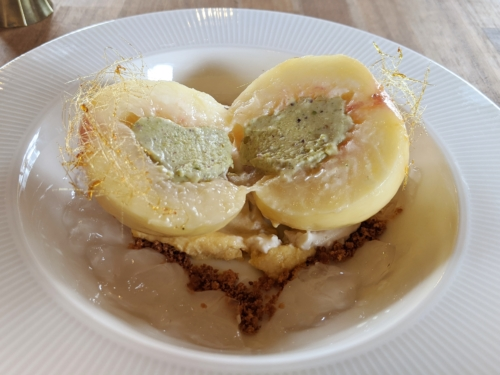 「bubude coffee」ピスタチオピーチチーズの中には、ピスタチオクリーム