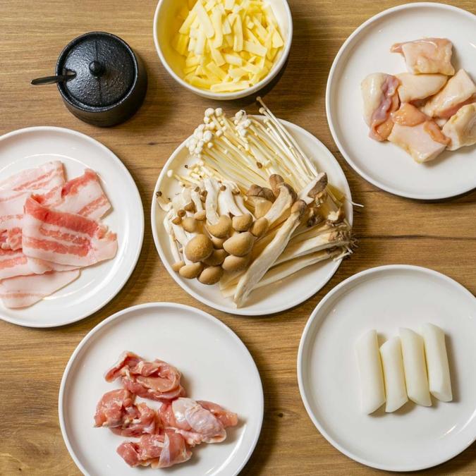 『韓国もつ鍋専門店 コプチャー』コプチャンチョンゴルのトッピングは5種類から選べる