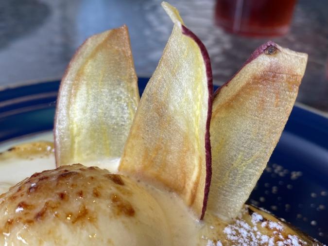 『3°C cafe(サンドウカフェ)』蜜芋ブリュレの芋チップ