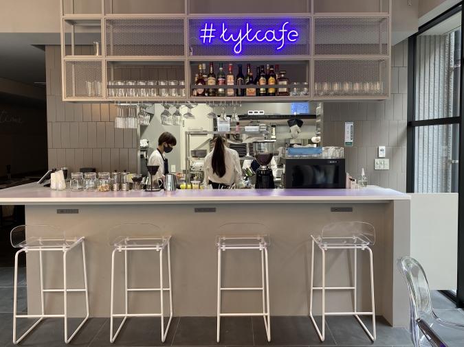 TYT cafe&bar(ティーワイティーカフェアンドバー)店内