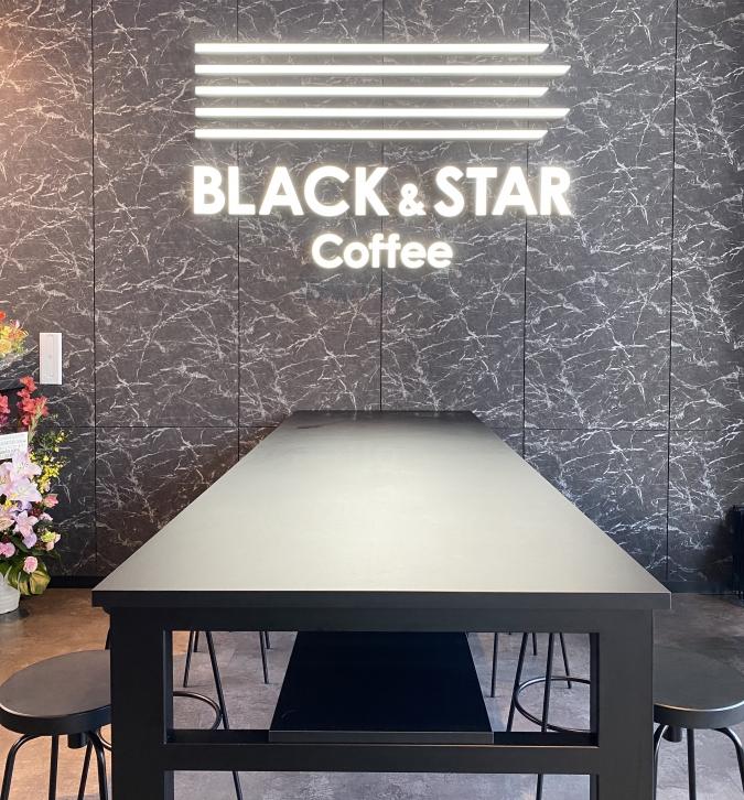 『BLACK&STAR Coffee(ブラックアンドスターコーヒー)』テーブル席